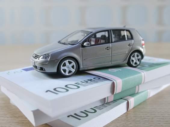 Motoryzacja broni się reklamą