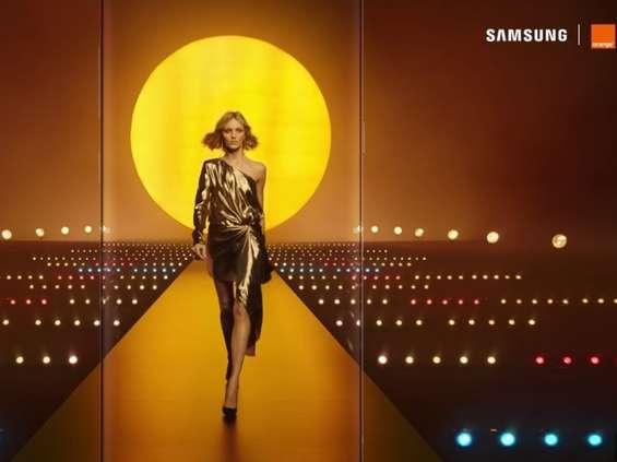 Anja Rubik w nowym spocie Orange i Samsung