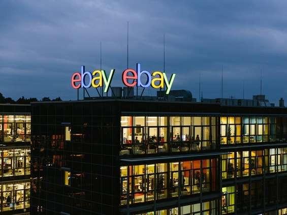 eBay elektroniką stoi