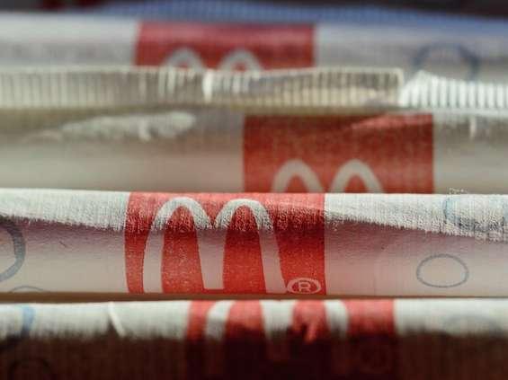 McDonald's wycofa plastikowe słomki