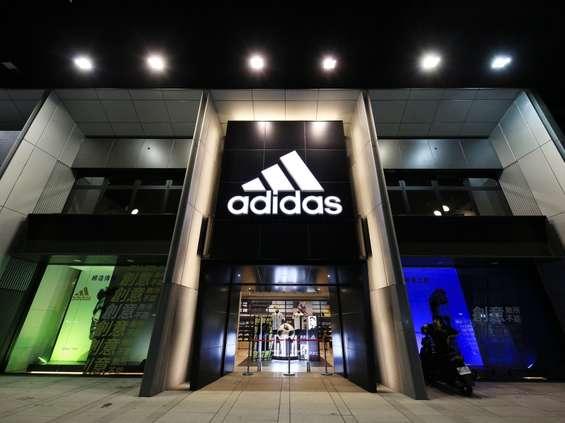 MediaCom wygrywa Adidasa