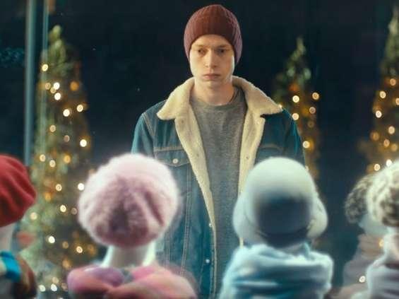 W świątecznej kampanii mBank stawia na emocje [wideo]