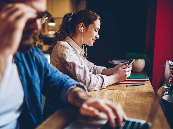Polacy coraz częściej sięgają po audiobooki