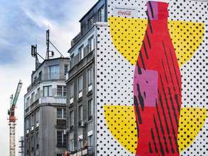 Piotr Młodożeniec autorem muralu Coca-Cola