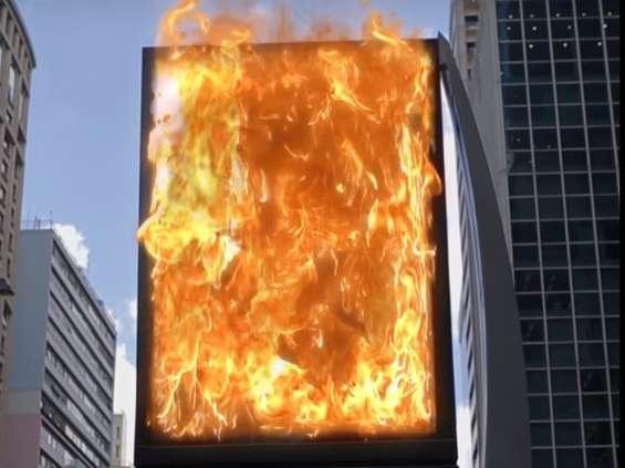 Burger King oferuje darmowego Whoppera za spalenie reklamy konkurencji [wideo]