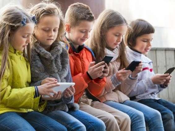 MediaFarm: smartfony są jużw 96% polskich gospodarstw z dziećmi