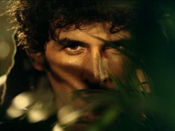 """Axa w kampanii nawiązuje do filmu """"Rambo"""" [wideo]"""