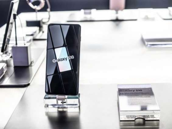 Na kłopotach Huaweia zyskały Xiaomi i Samsung