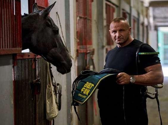 Pudzian i jego koń mają sponsora