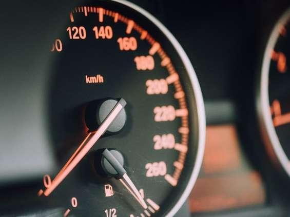 Mercedes - elegancki, Toyota - niezawodna, Volvo - bezpieczne