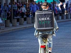 Uber Eats zajmuje się dostawami produktów spożywczych