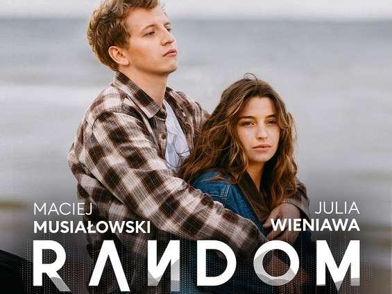 """Storytel łączy słuchowisko i film w """"Random"""" [wideo]"""