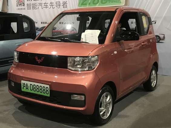 Chińskie e-auto za 4,5 tys. dol. skutecznie konkuruje z Teslą [wideo]