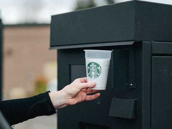 Starbucks z pilotażowym programem wypożyczania kubków