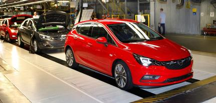 Montowana w Gliwicach Astra jest trzecim, po Skodach Octavii i Fabii, najchętniej kupowanym w Polsce autem (14,8 tys. szt. w ub.r.; wzrost o 39 proc.).