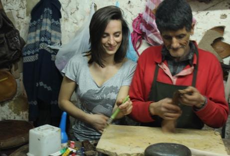 Agata Kurek, założycielka KOKOworld, z rękodzielnikiem