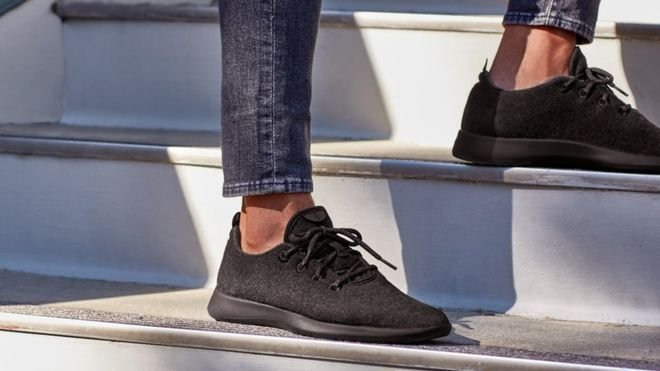 Na zdjęciu wełniane buty Allbirds