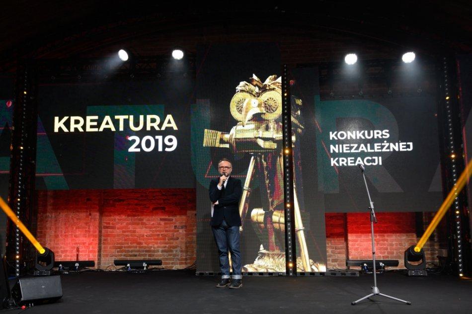 Tomasz Wygnański, redaktor naczelny Media Marketing Polska otwiera galę wręczenia nagród Konkursu Niezależnej Kreacji Kreatura 2019. Fot. M. Cedzyński
